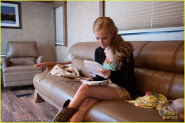 Emily Asher (Zoey Deutch)
