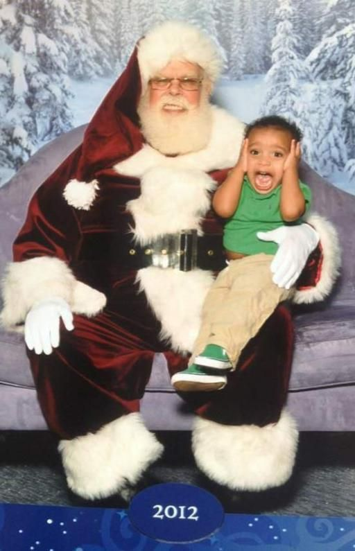 7ebff23dff410eae039b5992fb133b21 awkward photos bad santa - The Worst Santa's Lap Photos to Ruin Your Christmas