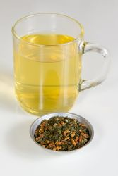 800px-Genmaicha_tea_brewed_and_unbrewed