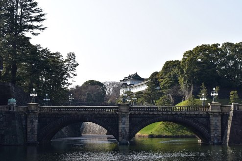 1200px-皇居・正門石橋