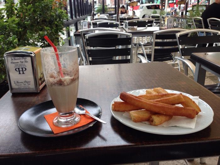 グラナダのカフェで小休止。