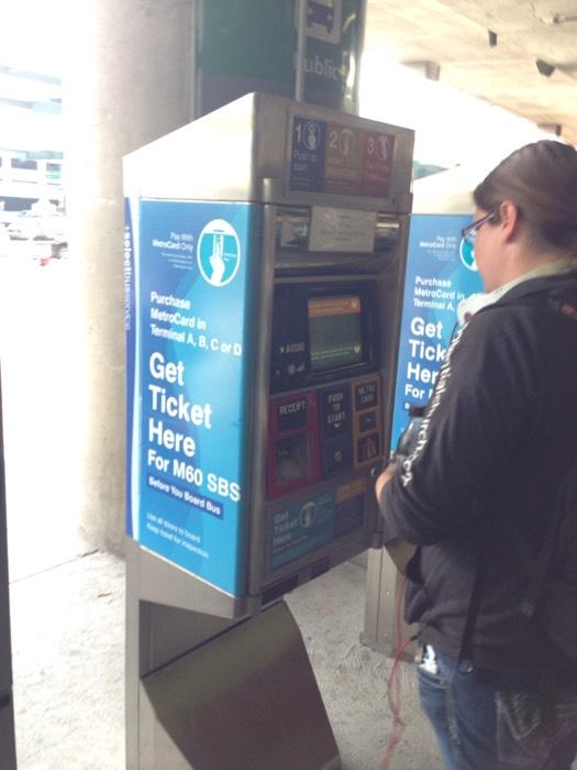 ニューヨークのバスチケット販売機。