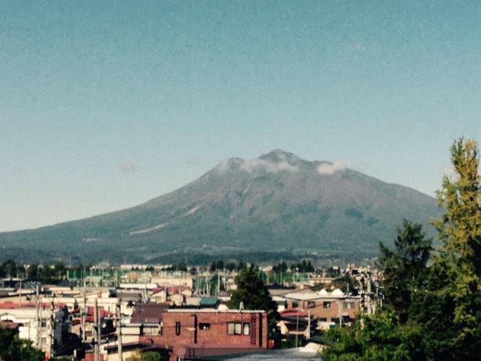 日本百名山のひとつ、岩木山。