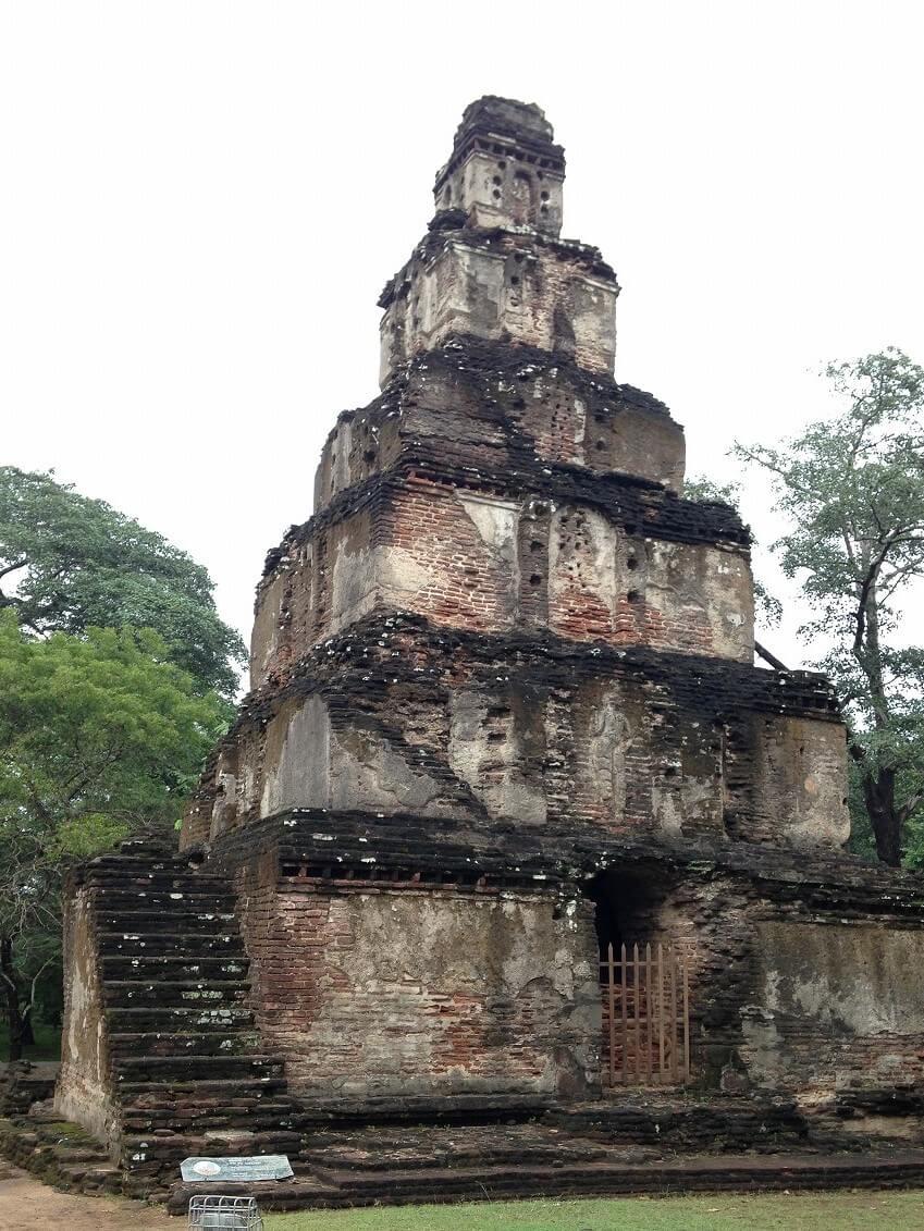 謎の建築物、サトゥマハル・プラサーダ。