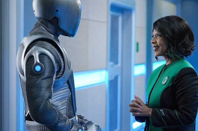 Penny Johnson Jerald and Mark Jackson in The Orville (2019)