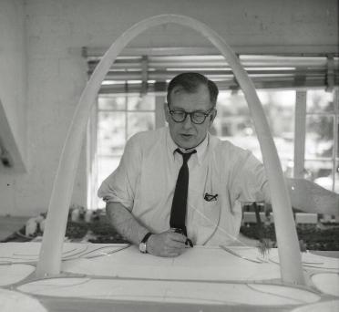 Eero Saarinen and Gatway Arch model