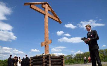 У КПП «Майорск»в Горловке открыли поклонный крест, привезенный из России
