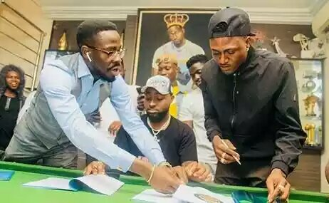 "Davido Signs ""Omo Shepeteri"" Crooner, Idowest To DMW"