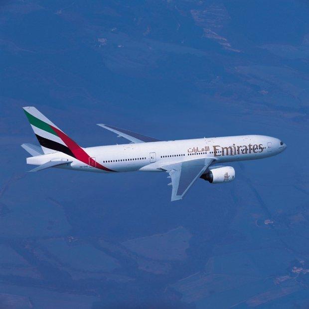 an emirates boeing 777-300er1250941675..jpg