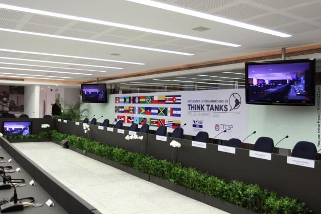 Criação de material para evento Think Tanks - FGV - RJ