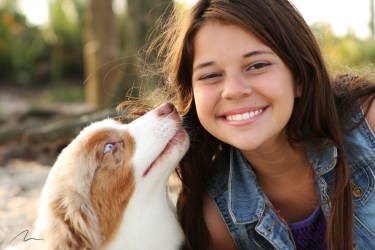 Foto retrato menina e cão
