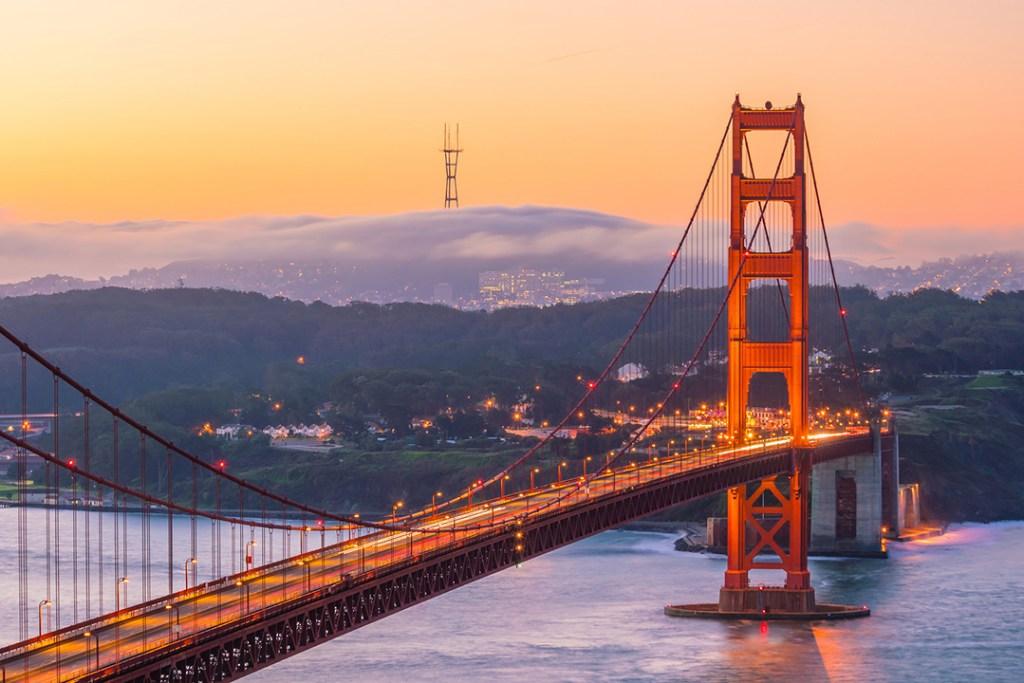 สะพานโกลเดนเกต (Golden Gate Bridge) กลางคืน