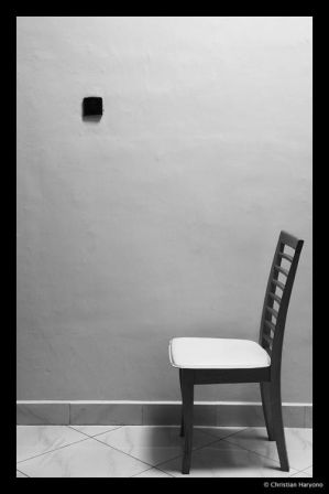 https://i1.wp.com/th01.deviantart.com/fs10/300W/i/2006/160/e/1/Empty_Chair_by_chrishon.jpg