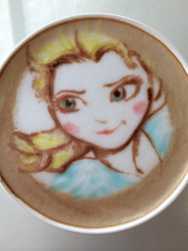 Colorful Caffe Latte Art Frozen Elsa