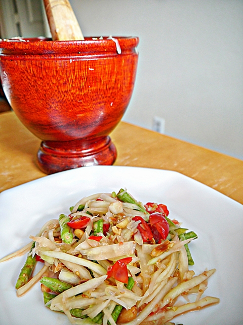 How to Make Som Tum: Thai Papaya Salad