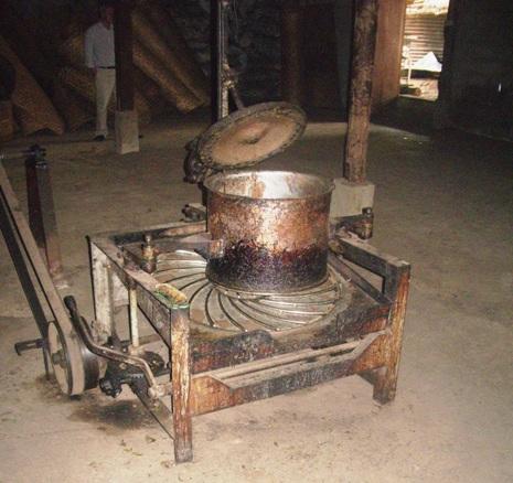 """""""Zentrifuge"""" zum Kräuseln der Teeblätter in Pang Kahm"""
