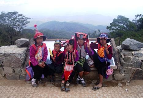 Lisor-Kinder am Aussichtspunkt zwischen Pai und Pangmapha