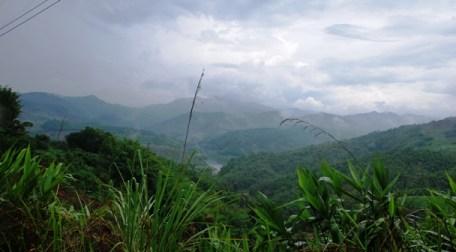 Berg-/Tal-/Fluss-Panorama zwischen Doi Wawee und Doi Chang