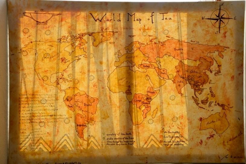 Die Weltkarte des Tees - Handgemalt : Sonnenlichtspiel mit Vorhang