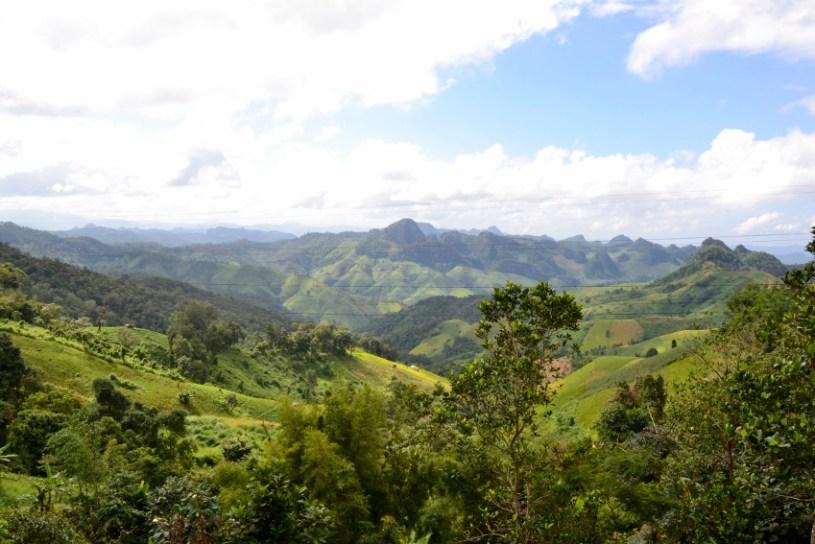 Ausblick auf das Bergland in der Grenzregion Nordthailand-Myanmar