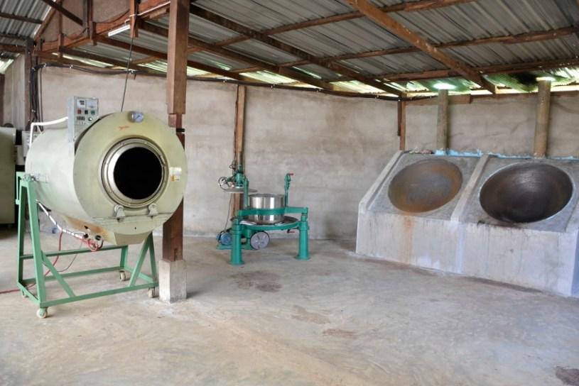Moderat modernisierte Teefabrik in Pang Kham - hier wird ShanTee hergestellt, ein sheng hei cha aus Nordthailand