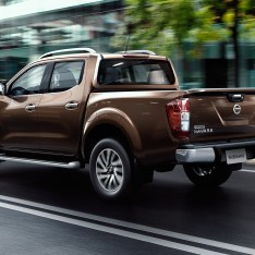 Nissan-NP300-Navara-12th-gen-Double-Cab-rear-side-view-motion