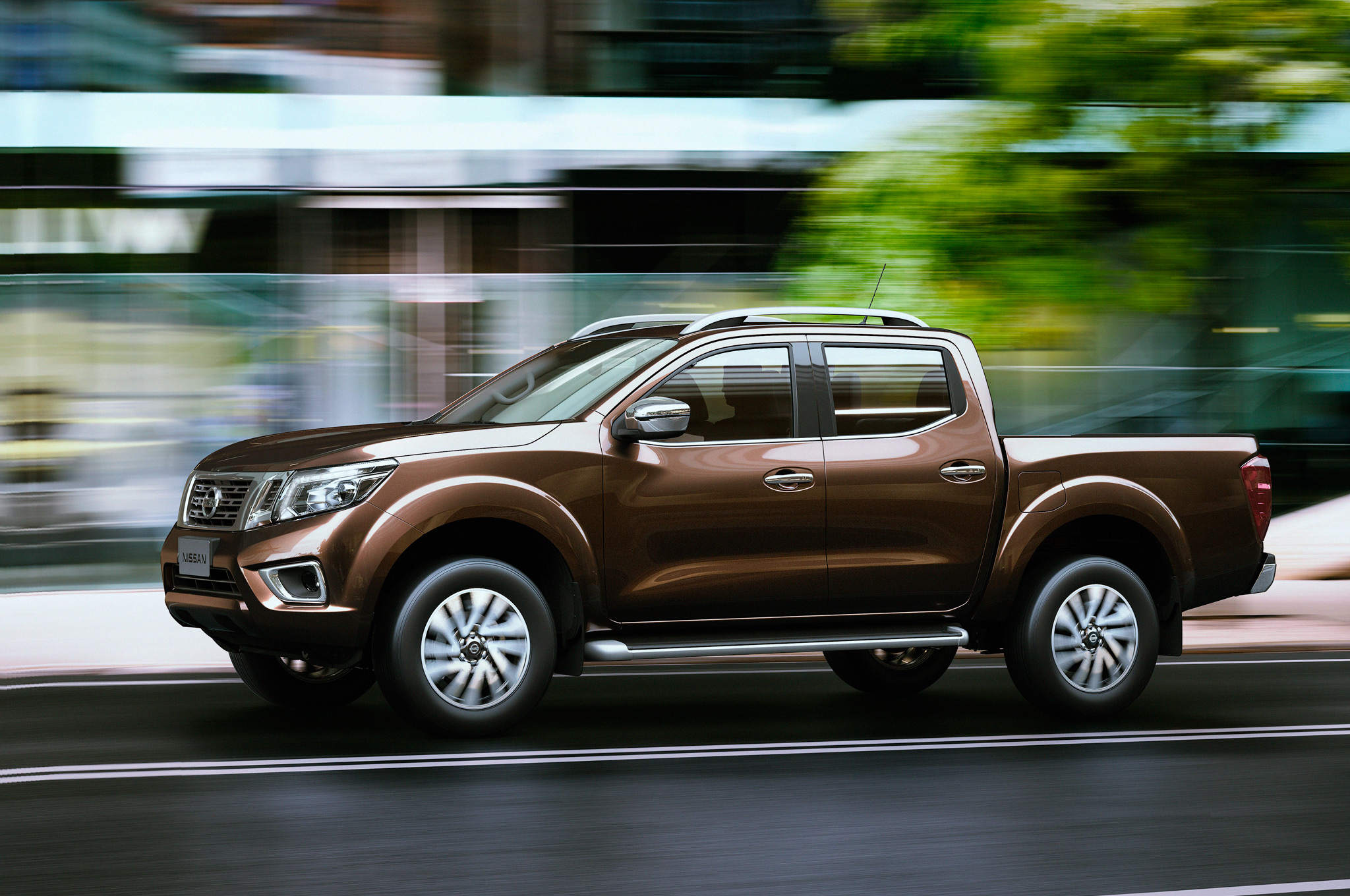 Nissan-NP300-Navara-12th-gen-Double-Cab-side-motion-view