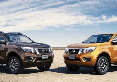 nissan-navara-np300-two-colors