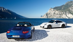 Porsche_911_Carrera_GTS_lake