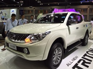 2016-Mitsubishi-L200-Triton-front-side
