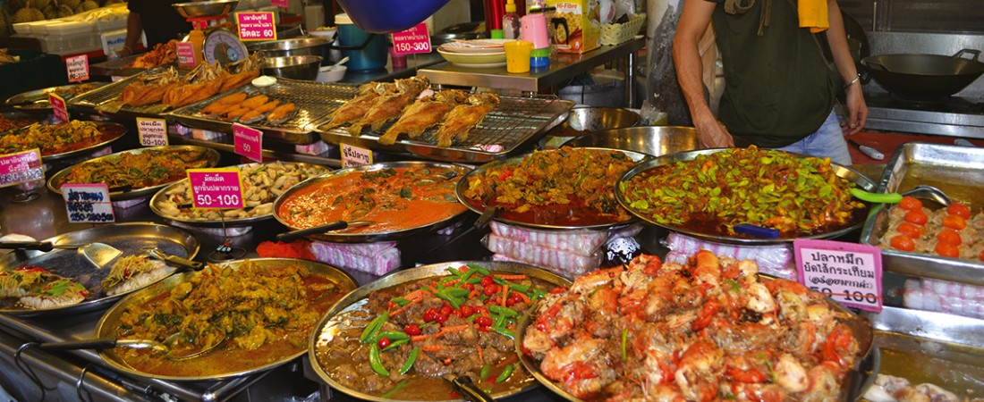 Food tasting tour at Sam Yan Market in bangkok