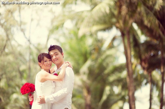 A mixed between engagement session and quick beach ceremony in Phuket, Thailand. The couple was from Singapore. Photo by NET-Photography | Thailand Wedding Photographer Phuket Wedding Studio phuket_wedding_05.JPG