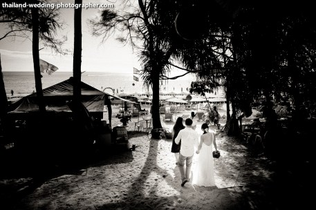 A mixed between engagement session and quick beach ceremony in Phuket, Thailand. The couple was from Singapore. Photo by NET-Photography | Thailand Wedding Photographer Phuket Wedding Studio phuket_wedding_10.JPG