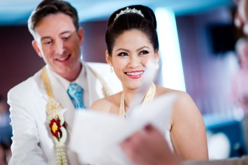 Thai traditional engagement ceremony and wedding reception at Richmond Stylish Convention Hotel in Nonthaburi, Thailand. NET-Photography | Thailand Wedding Photographer info@thailand-wedding-photographer.com http://thailand-wedding-photographer.com