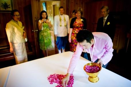 Traditional Thai engagement ceremony and wedding reception at Rose Garden Riverside (Sampran Riverside) in Nakhon Pathonm, Thailand. NET-Photography | Thailand Wedding Photographer info@thailand-wedding-photographer.com http://thailand-wedding-photographer.com