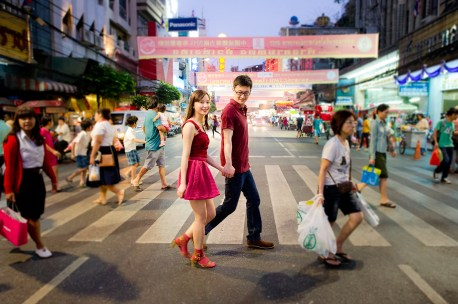 Yuchen and Wenquan's China Town pre-wedding (prenuptial, engagement session) in Bangkok , Thailand. China Town_Bangkok _wedding_photographer_Yuchen and Wenquan_0366.TIF