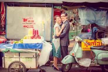 Loh and Jason's China Town pre-wedding (prenuptial, engagement session) in Bangkok, Thailand. China Town_Bangkok_wedding_photographer_Loh and Jason_1809.TIF