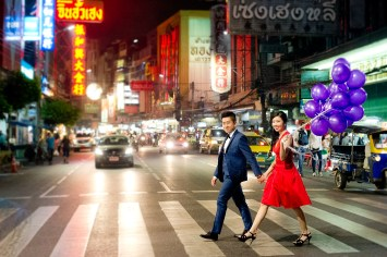 Cherlyn and Ben's China Town pre-wedding (prenuptial, engagement session) in Bangkok, Thailand. China Town_Bangkok_wedding_photographer__1294.TIF