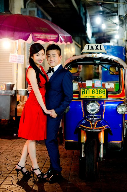 Cherlyn and Ben's China Town pre-wedding (prenuptial, engagement session) in Bangkok, Thailand. China Town_Bangkok_wedding_photographer__1301.TIF