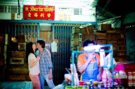 Tatiana and Alex's China Town pre-wedding (prenuptial, engagement session) in Bangkok, Thailand. China Town_Bangkok_wedding_photographer__1370.TIF