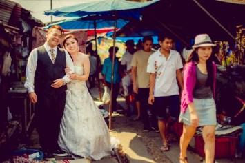 Yoko and Tor's Maeklong Railway Market pre-wedding (prenuptial, engagement session) in Samut Songkhram, Thailand. Maeklong Railway Market_Samut Songkhram_wedding_photographer_Yoko and Tor_0334.TIF