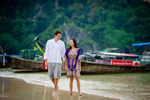 Tarinee and Dyson's Railay Beach pre-wedding (prenuptial, engagement session) in Krabi, Thailand. Railay Beach_Krabi_wedding_photographer_Tarinee and Dyson_1864.TIF