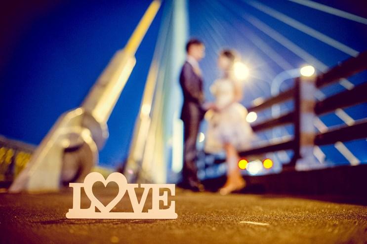 Edith and Joe's Rama VIII Bridge pre-wedding (prenuptial, engagement session) in Bangkok, Thailand. Rama VIII Bridge_Bangkok_wedding_photographer_Edith and Joe_1579.JPG