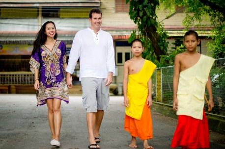 Tarinee and Dyson's Wat Kaew Korawaram pre-wedding (prenuptial, engagement session) in Krabi, Thailand. Wat Kaew Korawaram_Krabi_wedding_photographer_Tarinee and Dyson_1859.TIF