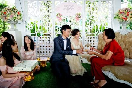 Oratai and Sophon's Anantara Riverside Bangkok Resort wedding in Bangkok, Thailand. Anantara Riverside Bangkok Resort_Bangkok_wedding_photographer_Oratai and Sophon_32.TIF