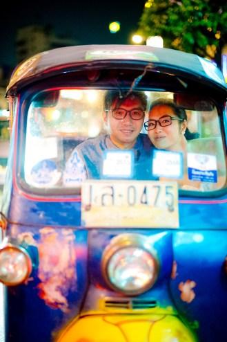 Moon and Chau's China Town pre-wedding (prenuptial, engagement session) in Bangkok, Thailand. China Town_Bangkok_wedding_photographer_Moon and Chau_122.TIF