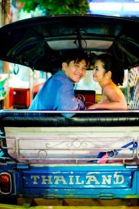 Moon and Chau's China Town pre-wedding (prenuptial, engagement session) in Bangkok, Thailand. China Town_Bangkok_wedding_photographer_Moon and Chau_125.TIF