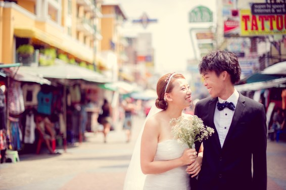 Shan and Net's Khao San Road pre-wedding (prenuptial, engagement session) in Bangkok, Thailand. Khao San Road_Bangkok_wedding_photographer_Shan and Net_213.TIF