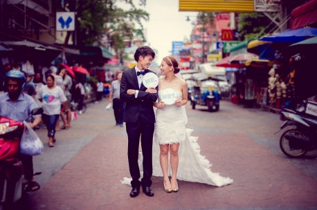 Shan and Net's Khao San Road pre-wedding (prenuptial, engagement session) in Bangkok, Thailand. Khao San Road_Bangkok_wedding_photographer_Shan and Net_216.TIF