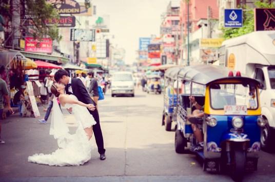 Shan and Net's Khao San Road pre-wedding (prenuptial, engagement session) in Bangkok, Thailand. Khao San Road_Bangkok_wedding_photographer_Shan and Net_219.TIF